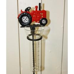 Rød traktor regnmåler